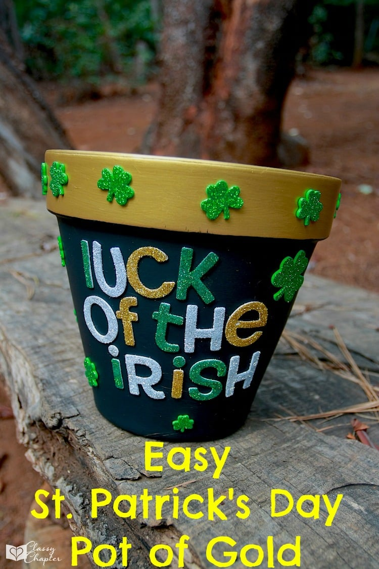 This is such an easy St. Patrick's Day Craft Ideas to do with the kids. It will look great filled with candy or flowers on your table.