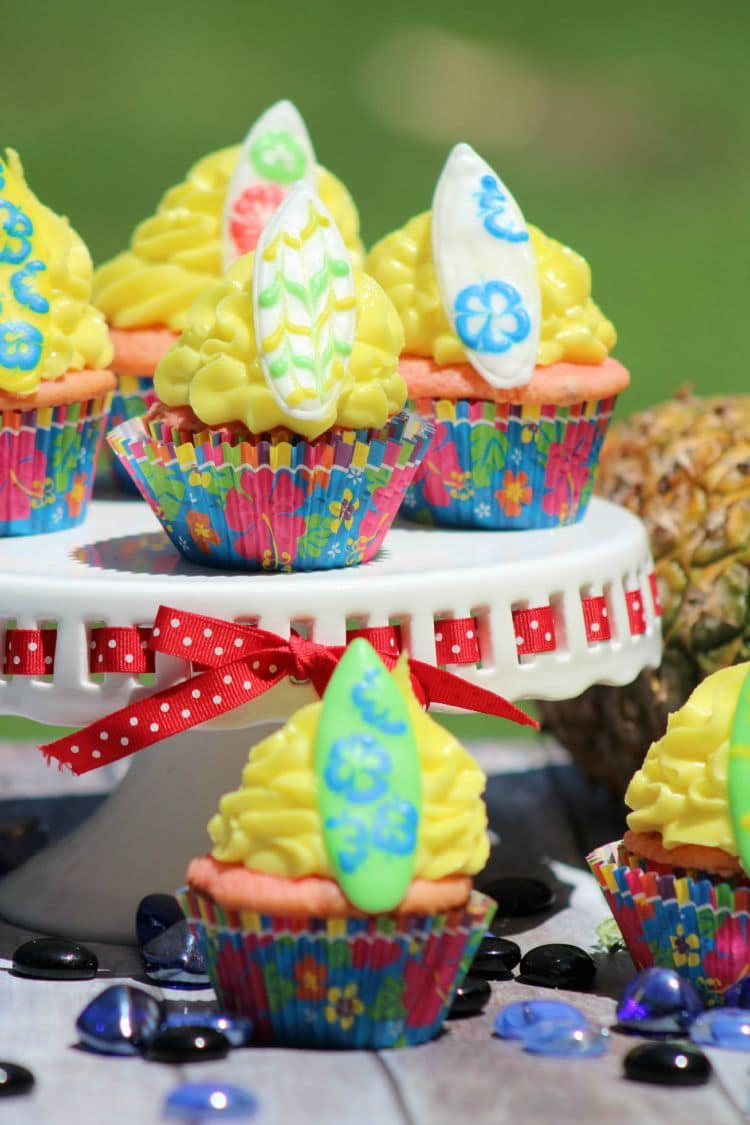 Surfboard cupcakes are the perfect beach themed party. Use these for birthdays or summer bbq.