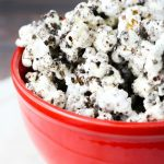 Need a fun OREO dessert? This cookies and cream popcorn is easy and tasty. Popcorn recipes, oreo popcorn, cookies n cream
